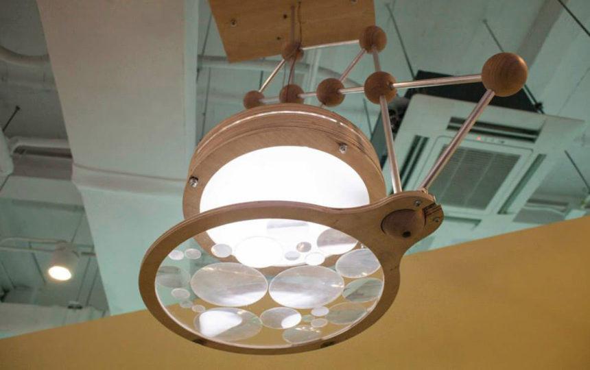 Светильник Under Loupe на выставке в Пекине, 2014